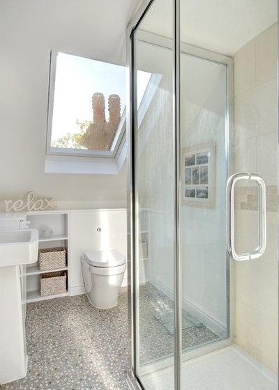 Klassisch Badezimmer by Landmark Lofts