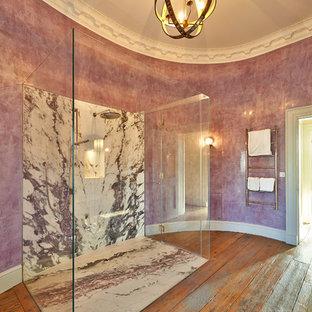 Modelo de cuarto de baño ecléctico con baldosas y/o azulejos de mármol