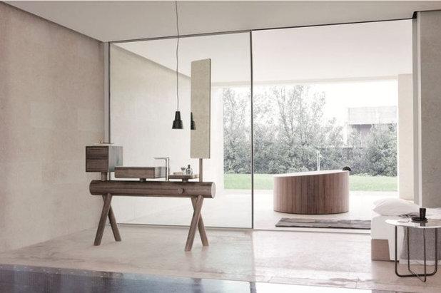 Modern Bathroom by ETRELUXE India Pvt. Ltd.