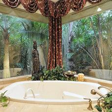 Bathroom by Bella Luna Services, Inc.
