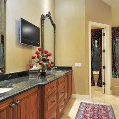 bathroom by Bella Luna Services, Inc.