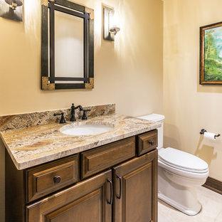Inspiration för ett litet medelhavsstil beige beige badrum med dusch, med luckor med upphöjd panel, bruna skåp, en toalettstol med separat cisternkåpa, beige väggar, klinkergolv i porslin, ett nedsänkt handfat, granitbänkskiva och beiget golv