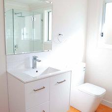 Contemporary Bathroom by RESCON Builders
