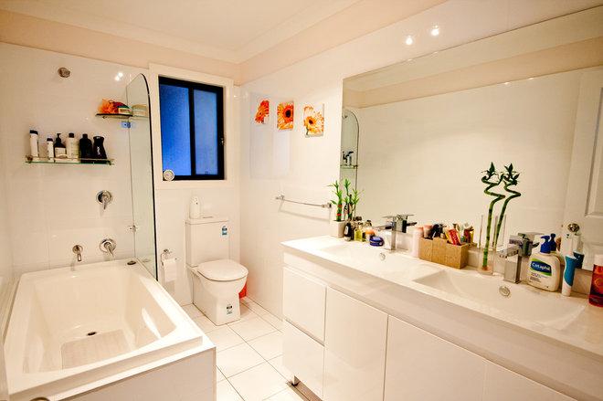 Transitional Bathroom by Granny Flats Sydney NSW Pty Ltd