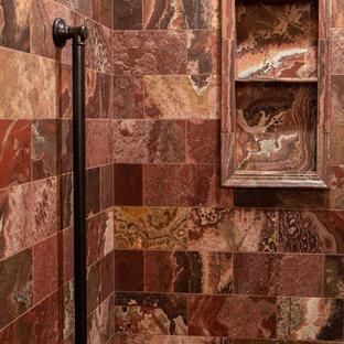 Foto di una stanza da bagno chic di medie dimensioni con doccia alcova, piastrelle rosse, piastrelle di marmo, pavimento in marmo, pavimento rosso e porta doccia a battente