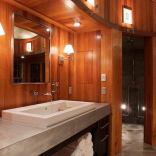 バーリントンのコンテンポラリースタイルのおしゃれな浴室 (コンクリートの洗面台) の写真