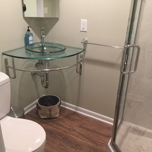Salle de bain avec un mur vert et un sol en vinyl : Photos et idées ...