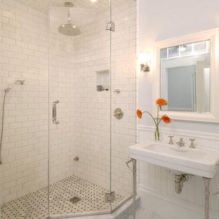 Foto di una stanza da bagno chic con lavabo a consolle, piastrelle diamantate, pavimento in marmo e doccia ad angolo