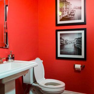 Foto de cuarto de baño con ducha, ecléctico, con lavabo con pedestal, sanitario de una pieza, paredes rojas y suelo de baldosas de cerámica