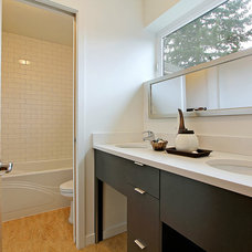 Contemporary Bathroom by Seattle Staged to Sell LLC