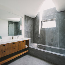 Modern Bathroom by NEW THEME Inc.