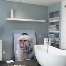 Modern Bathroom by NEW THEME Inc.