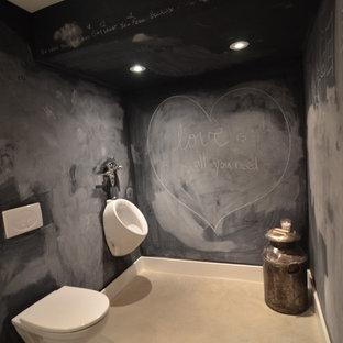 Неиссякаемый источник вдохновения для домашнего уюта: ванная комната в современном стиле с цементной плиткой и писсуаром