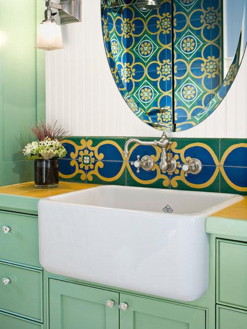 foto de cuarto de bao con ducha bohemio pequeo con puertas de armario