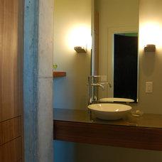 Modern Bathroom by Clockwork