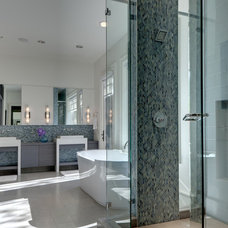 modern bathroom by Domiteaux + Baggett Architects, PLLC