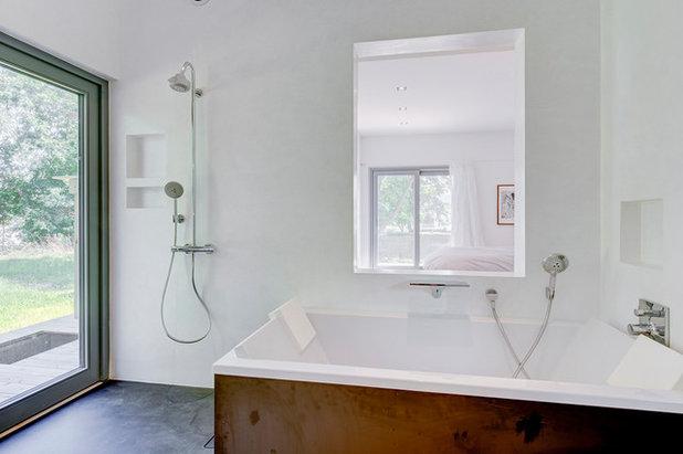 Modern Bathroom by The Turett Collaborative