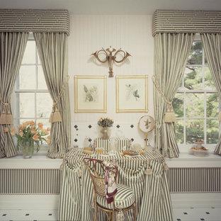 Esempio di un'ampia stanza da bagno padronale tradizionale con consolle stile comò, ante verdi, vasca da incasso, doccia alcova, WC monopezzo, piastrelle verdi, piastrelle in ceramica, pareti bianche, pavimento con piastrelle in ceramica, lavabo a colonna e top piastrellato