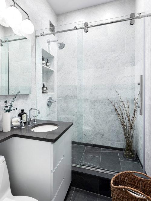inspiration pour une petite salle de bain design avec un placard porte plane des
