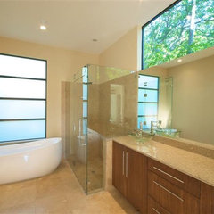 modern bathroom by Greico Designers/Builders Dallas