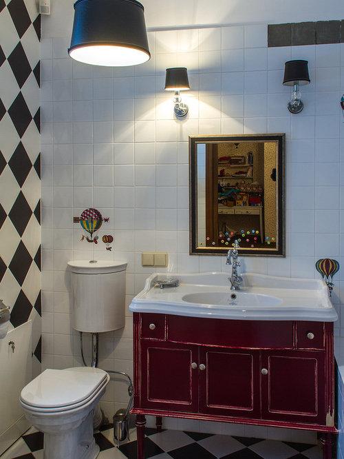 Salles de bains et wc de taille moyenne avec des portes de for Taille moyenne salle de bain
