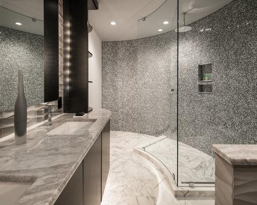 badezimmer mit marmorboden und schwarz wei en fliesen design ideen beispiele f r die. Black Bedroom Furniture Sets. Home Design Ideas