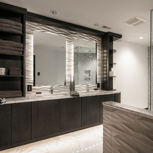 Salle de bain moderne avec carrelage en mosaïque : Photos et idées ...