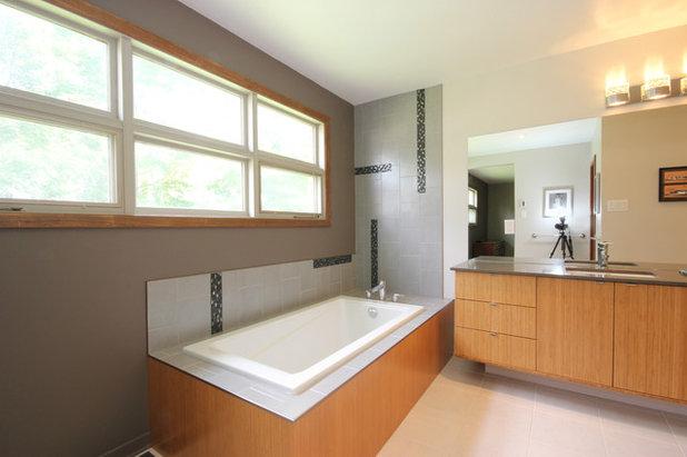 Superb Modern Bathroom by OakWood Designers u Builders