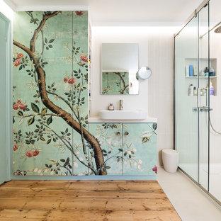 Foto de cuarto de baño de estilo zen, de tamaño medio, con armarios con paneles lisos, paredes blancas, suelo de madera clara, lavabo sobreencimera, ducha con puerta corredera, baldosas y/o azulejos grises y encimeras blancas