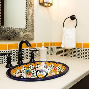 Ispirazione per una piccola stanza da bagno con doccia american style con ante in stile shaker, ante in legno bruno, piastrelle multicolore, piastrelle in ceramica, pareti beige, pavimento in mattoni, lavabo da incasso, top in quarzo composito e pavimento rosso