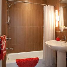 Modern Bathroom by Gary Rosard Architect