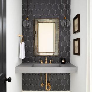 Foto di una stanza da bagno country di medie dimensioni con piastrelle nere, piastrelle in gres porcellanato, pareti beige, lavabo a bacinella, top in cemento e top grigio