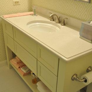 Exemple d'une petite salle d'eau romantique avec un placard à porte plane, des portes de placards vertess, un carrelage blanc, des carreaux de porcelaine, un mur multicolore, un sol en carrelage de porcelaine, un lavabo encastré et un plan de toilette en quartz modifié.