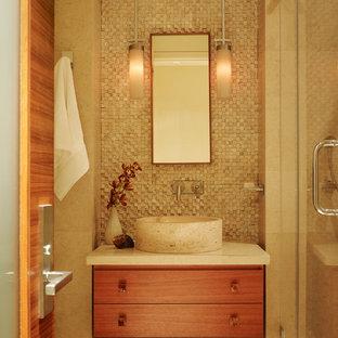 サンフランシスコの小さいコンテンポラリースタイルのおしゃれな浴室 (ベッセル式洗面器、家具調キャビネット、中間色木目調キャビネット、コーナー設置型シャワー、分離型トイレ、石タイル、ベージュの壁、開き戸のシャワー) の写真