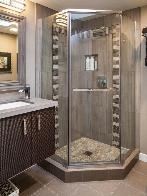 badezimmer mit quarzwerkstein waschtisch und kieselfliesen design ideen beispiele f r die. Black Bedroom Furniture Sets. Home Design Ideas