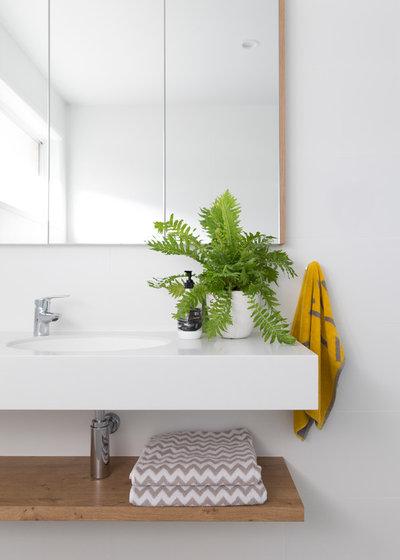 Scandinavian Bathroom by Donna Guyler Design