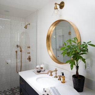 На фото: ванная комната среднего размера в морском стиле с фасадами с утопленной филенкой, черными фасадами, мраморной столешницей, душем в нише, разноцветной плиткой, плиткой мозаикой, белыми стенами, полом из мозаичной плитки и врезной раковиной с