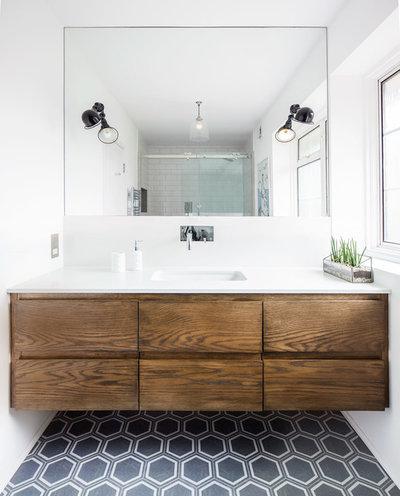 ミッドセンチュリー 浴室 by LAURA LAKIN DESIGN