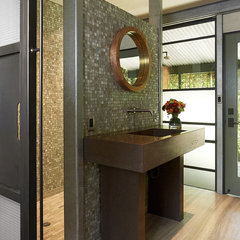 modern bathroom by Schmitt + Company