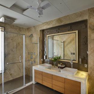 Ejemplo de cuarto de baño contemporáneo con armarios con paneles lisos, puertas de armario de madera clara, ducha empotrada, lavabo sobreencimera y ducha con puerta con bisagras