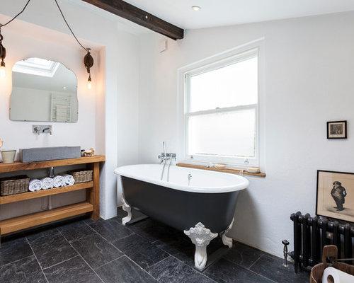 Salle de bain scandinave avec une baignoire sur pieds - Salle de bain avec baignoire sur pied ...