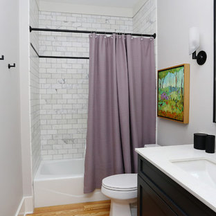 Hall bath in Violet, White and Black