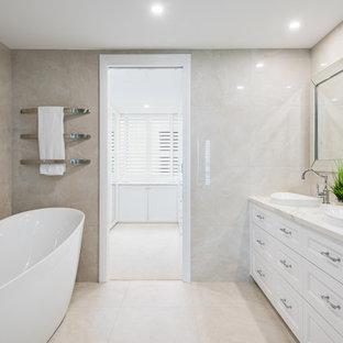 Beach style bathroom in Gold Coast - Tweed.