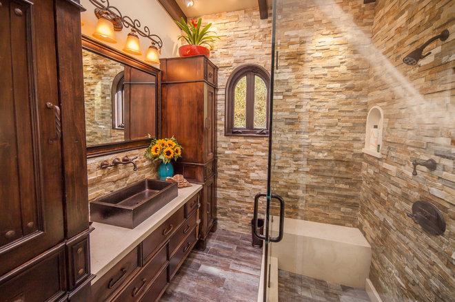 Transitional Bathroom by Atelier Derek Uskert