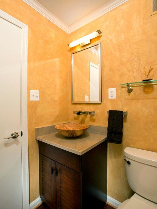 Salle de bain avec un placard porte persienne et un mur - Porte de placard salle de bain ...