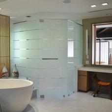 Tropical Bathroom by B Pila Design Studio