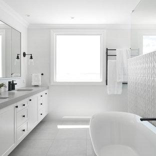 Inspiration for a beach style bathroom in Brisbane.