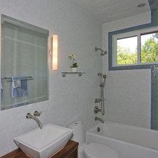 Contemporary Bathroom Hardy Group Builders