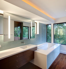 modern bathroom by Hugh Jefferson Randolph Architects