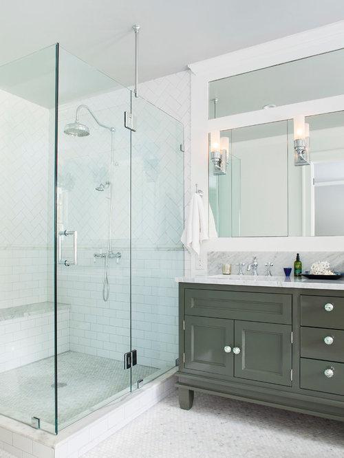 Salle de bain avec un placard avec porte panneau for Salle de bain avec wc separe